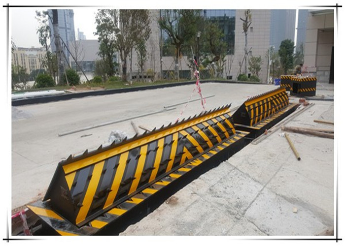 Vehicle Hydraulic Road Blocker / Forceful armor superior protection rising kerb